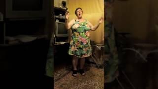 моя бабушка поют песню про солнечный круг