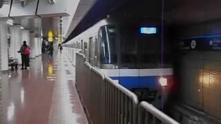 福岡市交通局2000系電車(箱崎線貝塚行き)・呉服町駅を発車