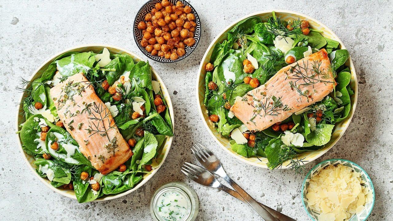 Kale chickpea salad with trout / Salade de pois chiches et de chou frisé avec truite