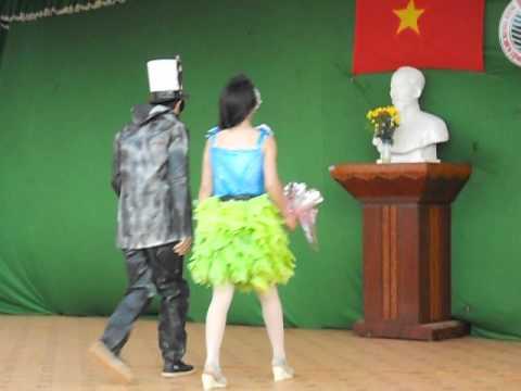Thời trang tự tạo - 12A8 - THPT Nguyễn Huệ