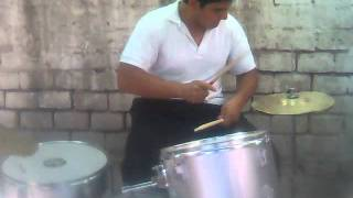 yo tocando Plastic Tramp y Library Pictures
