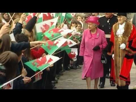 The Queen visits Caernarfon, Dinas and Llandudno