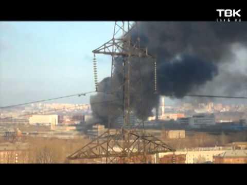 В Красноярске загорелся мебельный цех
