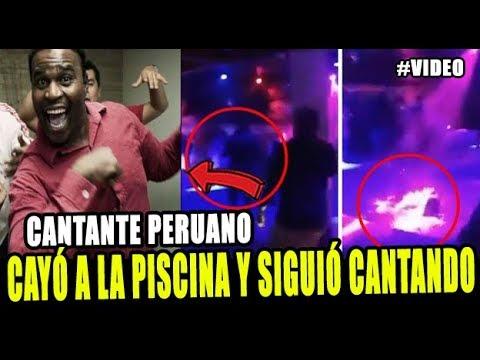 CANTANTE PERUANO CAE A LA PISCINA Y SIGUE CANTANDO EN VIVO