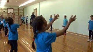 Урок физкультуры в 3 классе