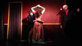 Голые танцы на сцене