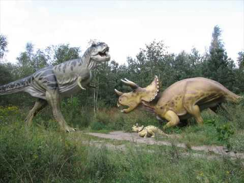 Dinosaur size of giraffe