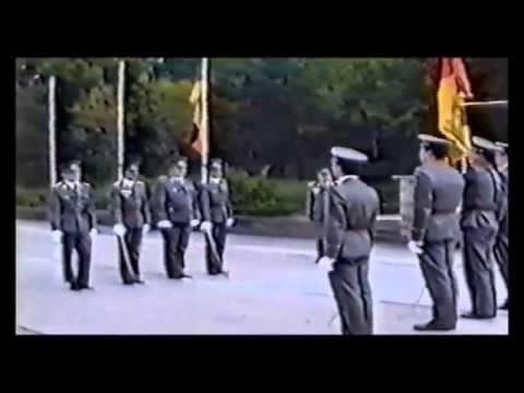 Cộng Sản Đông Đức ngày cuối cùng(2/10/1990).Nước Đức đã thốg nhất trog hòa bìh chứ ko như Việt Nam