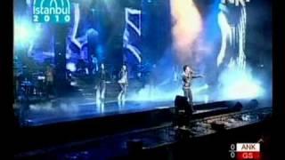 Tarkan - Kır Zincirlerini (Taksim Konseri 2010)