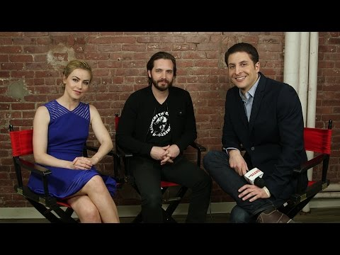 Aaron Stanford and Amanda Schull of