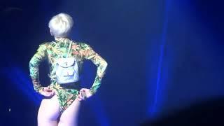 Video Miley Cyrus Hot Twerk download MP3, 3GP, MP4, WEBM, AVI, FLV September 2018