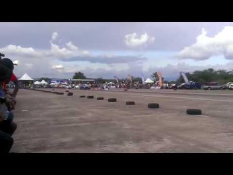 Subaru Impreza vs BMW - Drag Racing