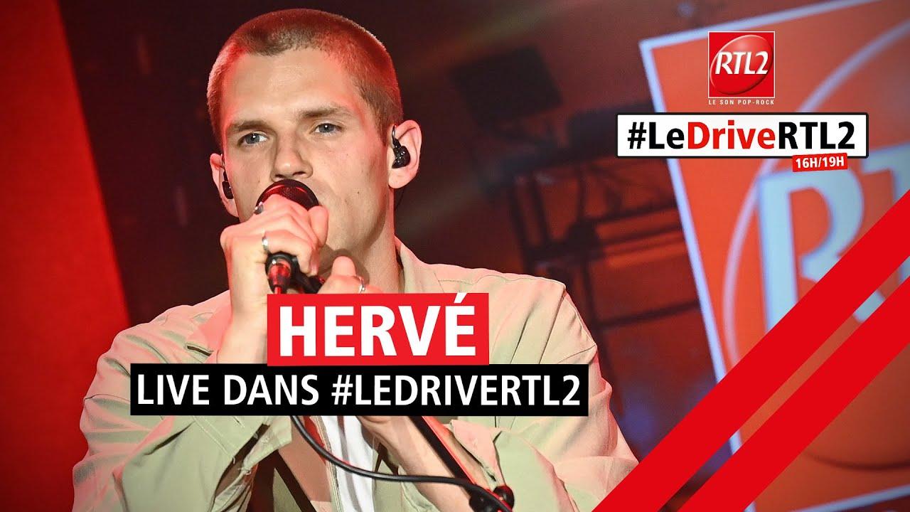 """Hervé interprète """"Monde meilleur"""" lors de la 1000e du #DriveRTL2 (18/06/21)"""