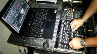 MEZCLANDO EN BEHRINGER BCD 3000 CON VIRTUAL DJ Y WINDOWS 7