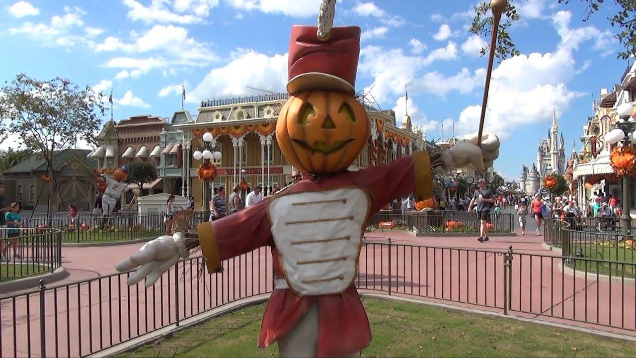 halloween decorations at the magic kingdom 2013 scarecrows pumpkins walt disney world - Disney World Halloween Decorations