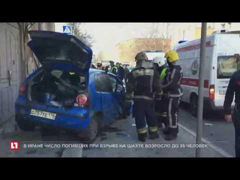 В Петербурге автомобилист сбил несколько человек, стоявших возле светофора