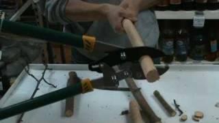Сучкорез с храповым механизмом видео www.pole1.ru.(Сучкорез с храповым механизмом, который позволяет резать древесину в несколько этапов, это увеличивает..., 2010-09-16T04:27:34.000Z)