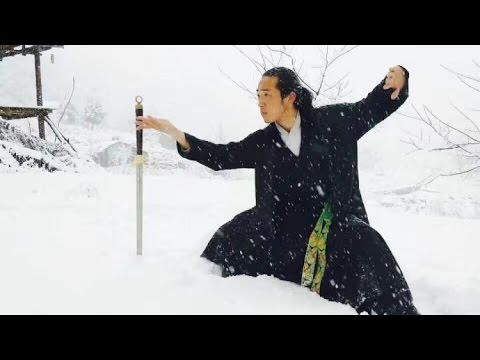 Watch: Priest practices Taoist kung fu amid heavy snow in Wudang Mountains