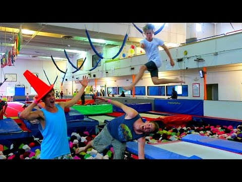 AWESOME TRAMPOLINE PARK AND TRICKS!