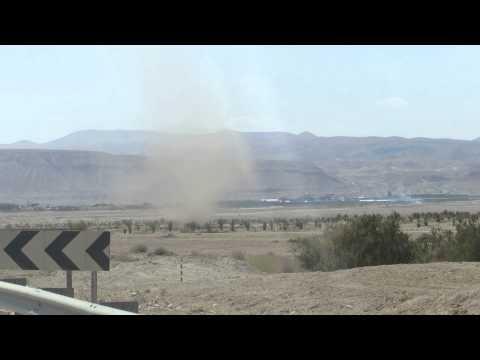 טורנדו חול (עלעול) ליד יריחו Tornado Chasers - A dust devil - Sand Tornado near Jericho, Israel