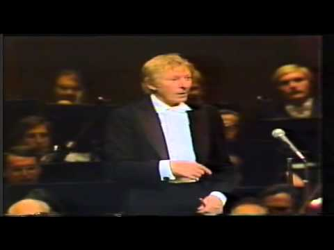 Danny Kaye - Aida's Triumphal March (New York Phil.)