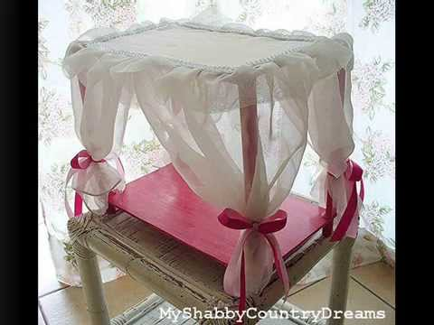 Letto Di Barbie Matrimoniale.Tutorial Letto A Baldacchino Per Bambole Fai Da Te Youtube