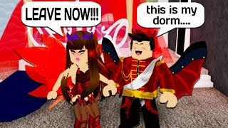 SHARING MY DORM WITH A PSYCHO GIRL IN ROBLOX ROYALE HIGH!