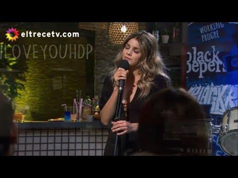 Carla canta