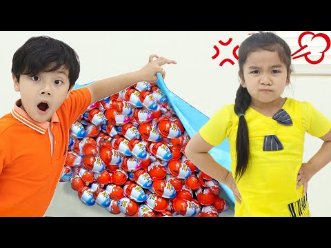Suri and Sammy Pretend Play with Surprise Egg Toy Store