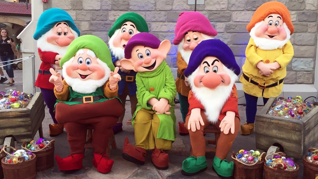 Different Color Schemes The Seven Dwarfs As College Students