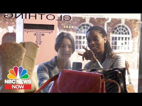 How To Avoid Holiday Overspending | NBC News Now