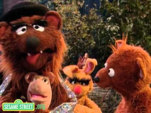 Sesame Street Papa Bear S Hug Youtube