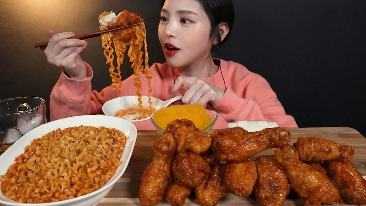 SUB)매콤꾸덕 까르보불닭볶음면에 허니콤보 치킨 꿀조합 먹방🍗  Honey Combo Chicken & Spicy Carbonara noodles Mukbang Asmr