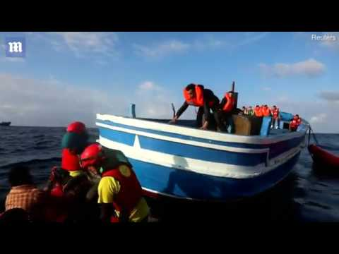 More than 400 migrants rescued at sea off the coast of Libya   Daily Mail Online