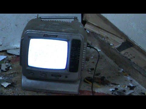 Smashing an Audiosonic KM502R 5.5'' Black & White Portable Television with Radio