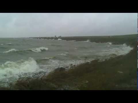 Afsluitdijk holland dijk storm windkracht 8 tot 9 netherlands enclosing dyke friesland