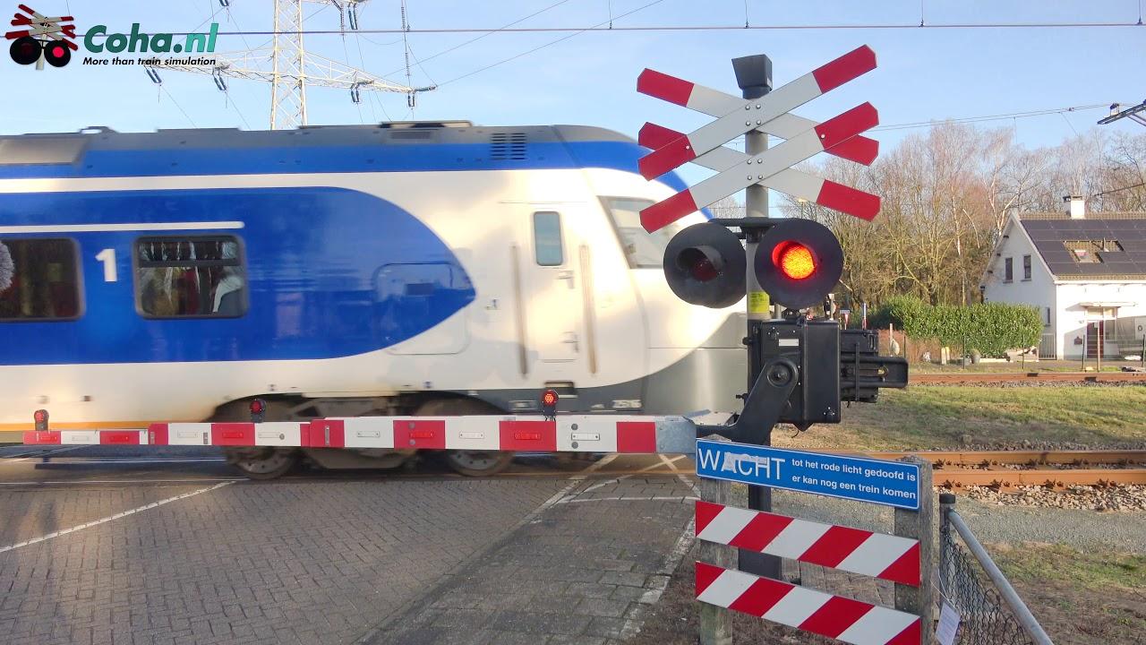 Spoorwegovergang Maarheeze 😍4K😍 // Dutch railroad crossing