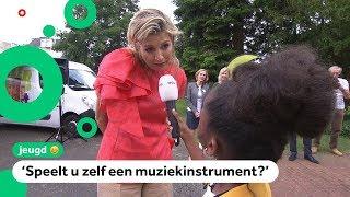 Winnaar Jeugdjournaalwedstrijd Rómeycia interviewt koningin Máxima