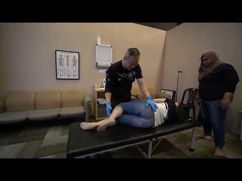 Master Chris Leong CLM Tit Tar Treatment in CLM Damansara 梁师父在Damansara 中心CLM跌打治疗。😘❤️❤🌍👍🏼💯💪🙏😘👌🏻❤🇲🇾
