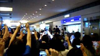 羽田空港のお迎え動画です!! 頑張って撮りました~!! 彼は最高にか...