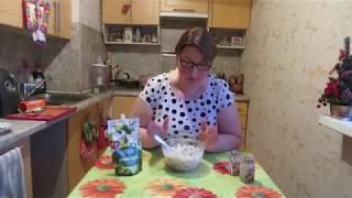 Салат с рисом, ветчиной, грибами и соленым огурцом