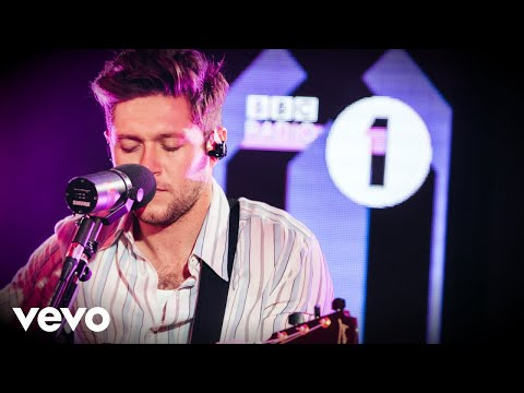 "Niall Horan - Covers Post Malone & Perfoms ""Nice To Meet Ya"""
