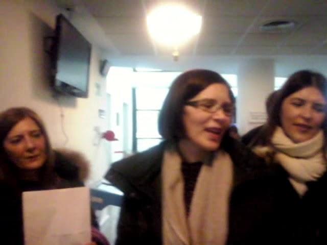 Os funcionarios de xustiza en folga de Lugo fan a súa versión de 'Resistiré'
