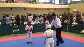 第12回奈良県ジュニア空手道選手権大会でした。必殺の回し蹴り((笑)が...