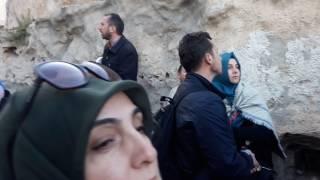 """Ağlama Duvarı-2 Yahudiler burada """"Tanrım buralar bizimdi, buraları geri bize ver"""" diye ağlarlar."""