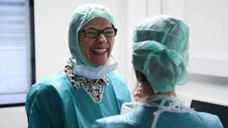Visite de la Pr Catherine Racowsky dans le service du Pr Jean-Marc Ayoubi à l'Hôpital Foch
