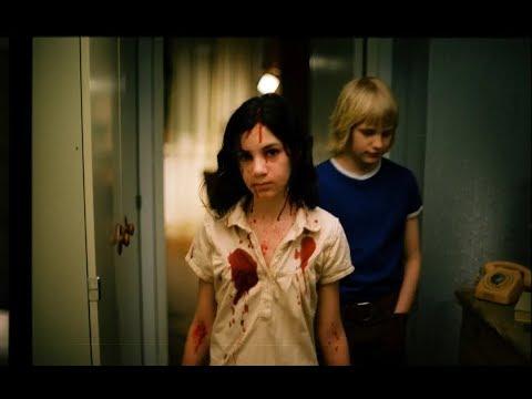 隔壁搬來一個吸血鬼小蘿莉,小伙不僅沒害怕還愛上了她!