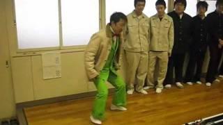 ダンディ坂野さんが、テレビ番組の取材で母校の大聖寺実業高校に来校さ...