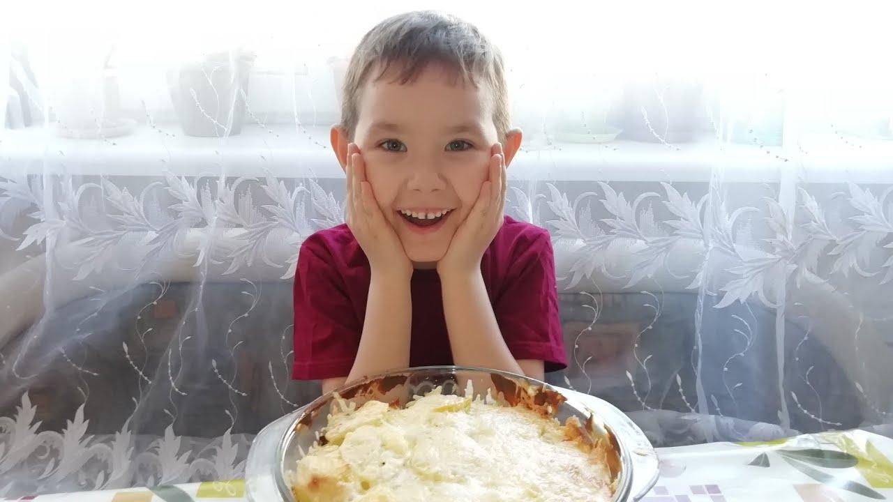 Запечённый картофель с куриной грудкой. Готовят дети.
