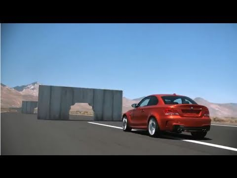 BMW神级驾驶!完美甩尾穿过牆壁